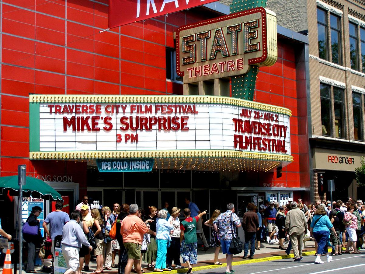 Horizon movie theater traverse city mi